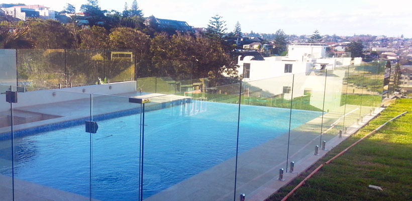 northern beaches frameless glass pool fencing